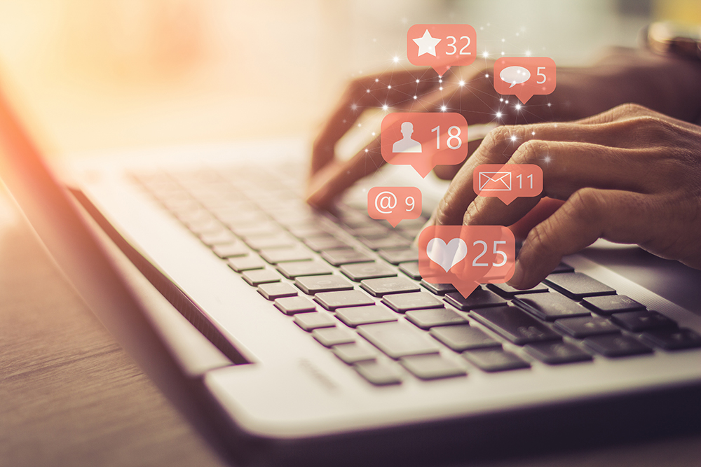blog-laptop-hands-social-media